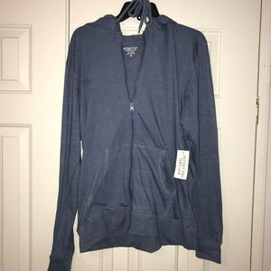 EUC Intriguing Threads Hoodie Size M.